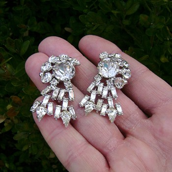 Unsigned Earrings  - Costume Jewelry