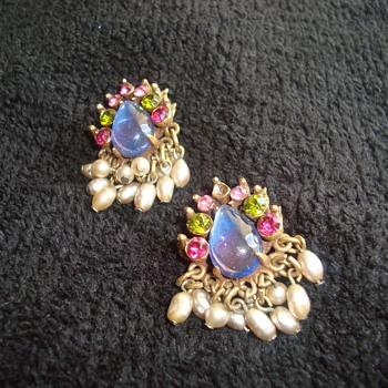 Beautiful Florenza earrings - Costume Jewelry