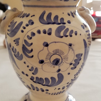 Italian pottery, handpainted vase