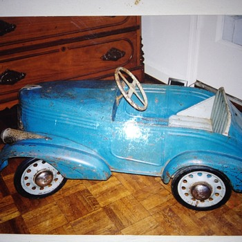 HELP! I need help identifying this pedal car and learning about it... - Toys