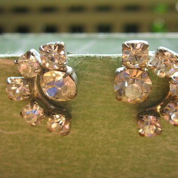 Clip on earrings - Costume Jewelry