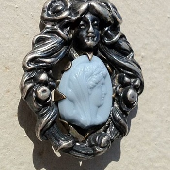 Art Nouveau repousse brooch, stone insert info - Fine Jewelry