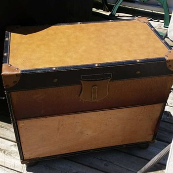 The trunk my grate fine for the year  - Furniture