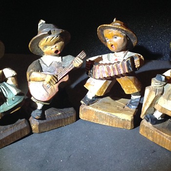 Vintage ANRI singing children figures - Folk Art