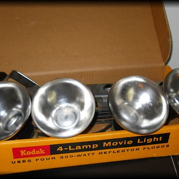 KODAK ==== 4-LAMP MOVIE LIGHT - Cameras