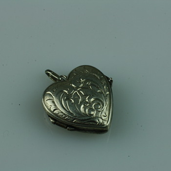Victorian puffed heart silver locket - Fine Jewelry