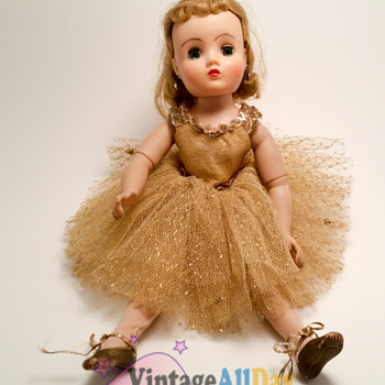 MADAME ALEXANDER - Dolls