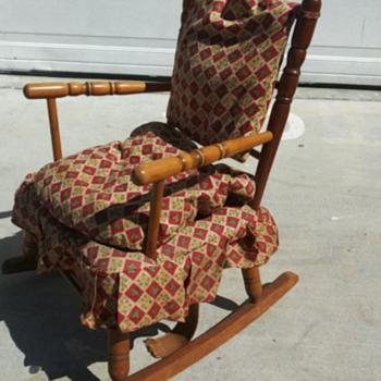 Grand little Rocking Chair - Furniture