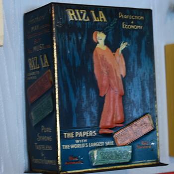 1921 Rizla rolling paper dispenser  - Tobacciana