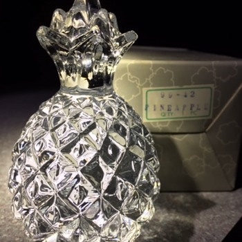 "1927 Pineapple ""Hand Made Crystal Taiwan"" - Art Glass"