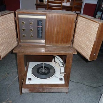 GE Stereophonic High Fidelity Stereo Phonograph - Radios