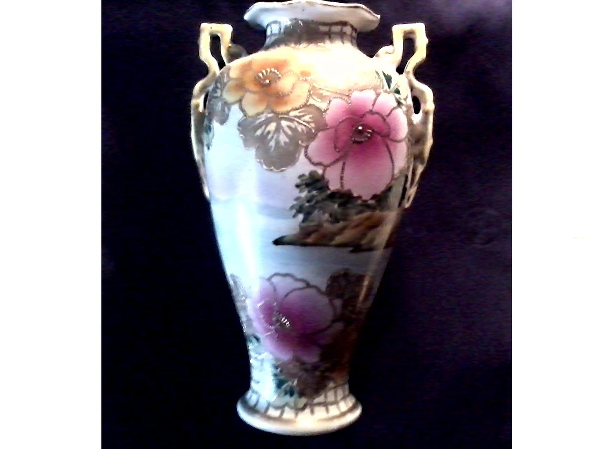 Stunning 12 japanese nippon vase poppies and landscape with gilt stunning 12 japanese nippon vase poppies and landscape with gilt decormarked royal nishiki nippon 511243circa 1906 1921 collectors weekly reviewsmspy