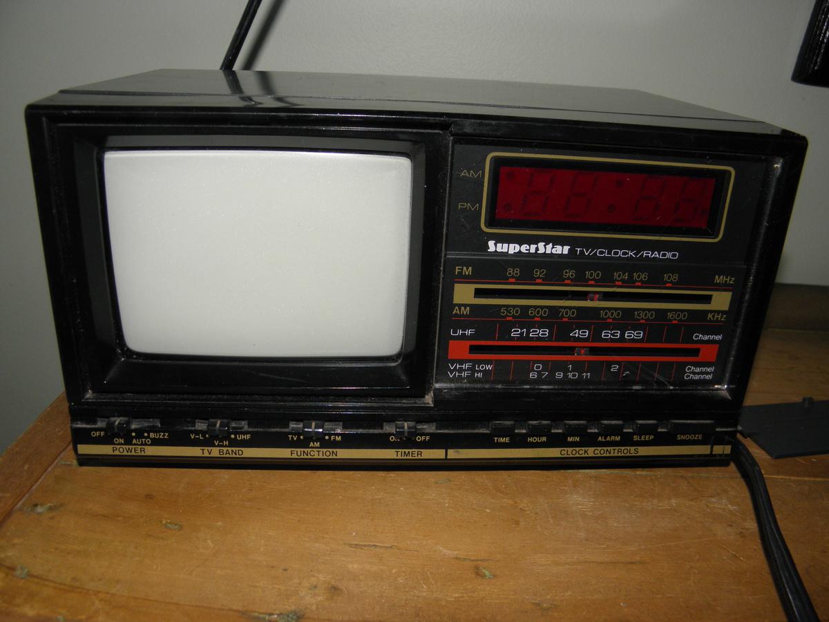 tv clock radio collectors weekly. Black Bedroom Furniture Sets. Home Design Ideas
