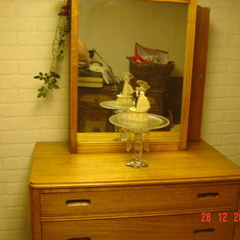 WOOD three drawer Dresser with Box Mirror with Clothes hanger in the Mirror - Furniture