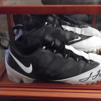 autographed JAMES JONES FIELD CLEATS 89 GREEN BAY PACKERS