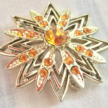 Costume jewellery brooch - Costume Jewelry