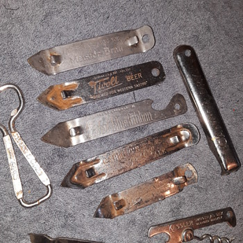 9pcs old 'church keys' (bottle/can openers) - Advertising
