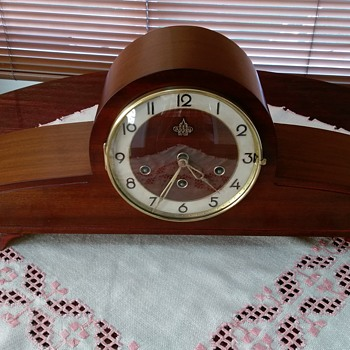 Urgos Abbey Mantle Clock