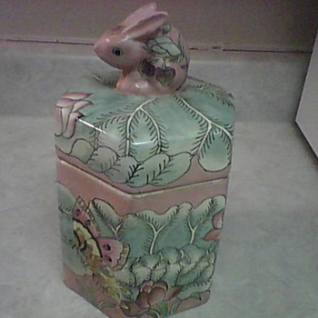 MACAU STAWBERRY BUNNY JAR - Pottery