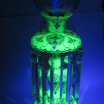 Bohemian Opaline Uranium Glass Mantle Lustre made for the Persian market. - Art Glass