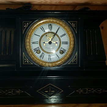 Need help identifying  the model of this clock