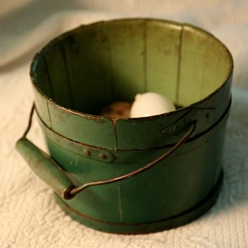 Green-painted Shaker Berry Bucket