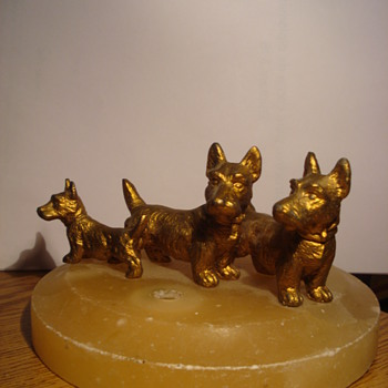 Bronze dog family - Animals