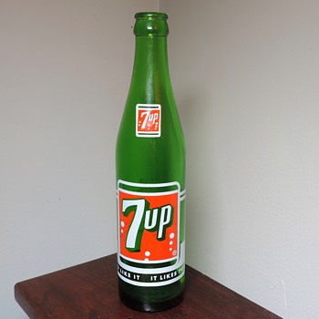 1964 7UP Soda Bottle ACL Anchor Hocking Glass Green 10 Ounces Collectible - Advertising