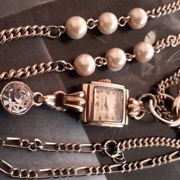 Assemblage of a vintage watch & key on a chain - Costume Jewelry