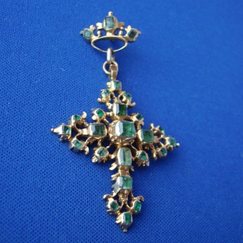 18th Century Emerald Gold Cross - Fine Jewelry