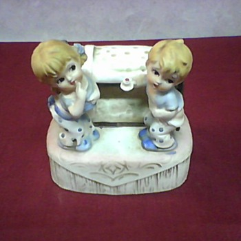 CUTE TWINS FIGURINE - Pottery