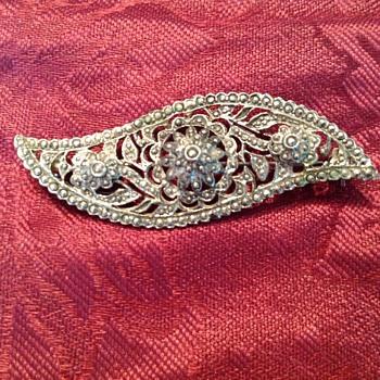 Beautiful filigree style brooch - Costume Jewelry