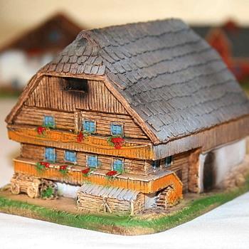 Rare Marklin Apline buildings -  Set of 8