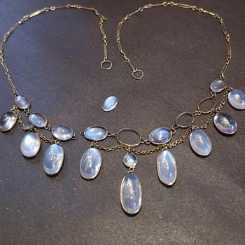 A poor antique moonstones and gold fringe necklace.