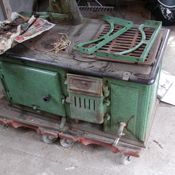 Who made this Newcomer Cooker 400/33 iron stove