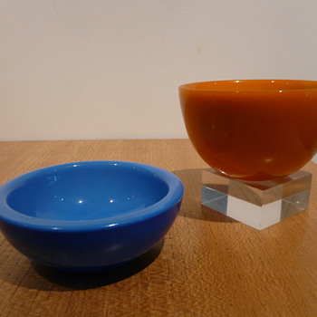 TWO ORREFORS FUGA COLORA BOWLS - Art Glass