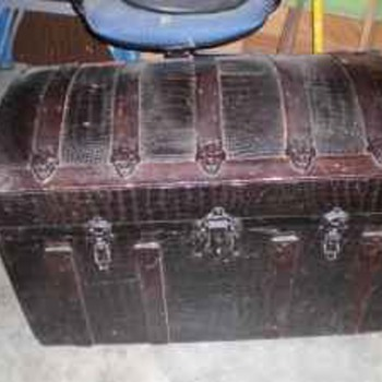 How about an alligator skin trunk? - Furniture