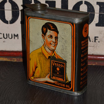 veedol oil can - Petroliana