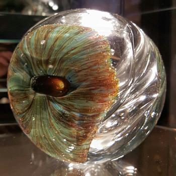 1977 William Worcester Studio Art Glass Vase