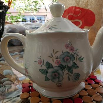 Arabia 1953 teapot  - China and Dinnerware