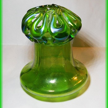 KRALIK ????  Wedding or Brides Basket  or Posy Vase ?? - Art Glass