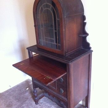 Curio type Cabinet, antique. Used to be in my grandmothers dining room - Furniture