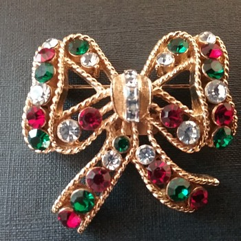 Eisenberg Ice holiday bow brooch  - Costume Jewelry