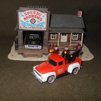Greenlight Hobby Shop Seires 1956 Ford F-100 Tow Truck - Model Cars