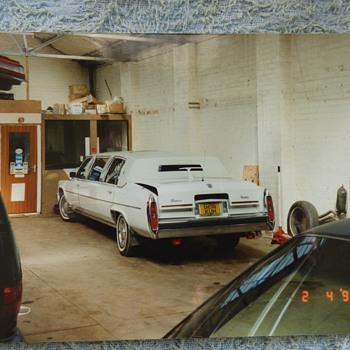 1994/5-birmingham-old American cars in a garage/ nec.