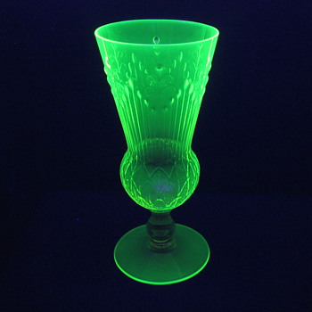 Jules Venon Patented Vaseline Glass Pukeberg?