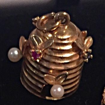 beehive charm - Fine Jewelry
