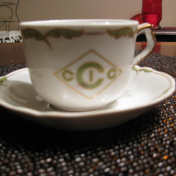 Please help me find were this design belongs ! - China and Dinnerware