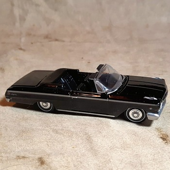 auto world true 1:64 scale vintage muscle 1962 Chevy Impala SS Convertible - Model Cars