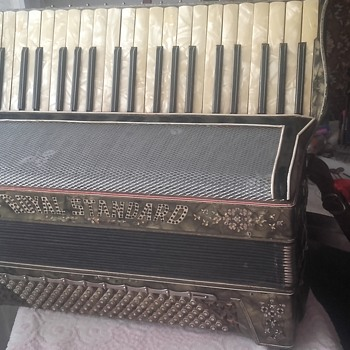 Accordion Royal Standard 1929 y. - Musical Instruments